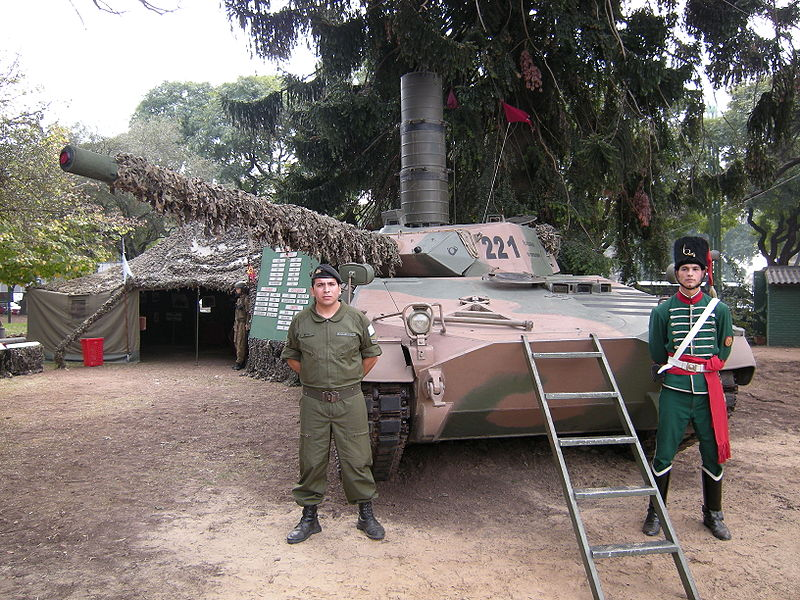 Photos des forces armées de l'Argentine. 800px-18