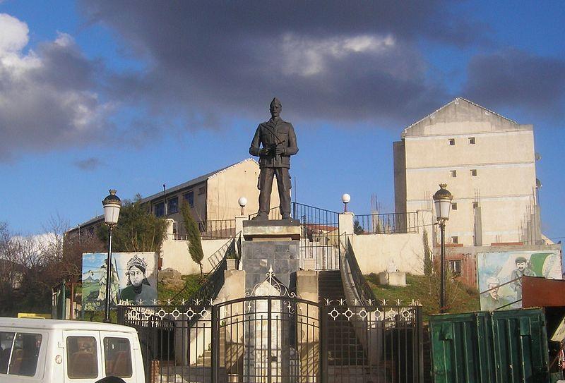 Colonel Amirouche Aït Hamouda 800px-25