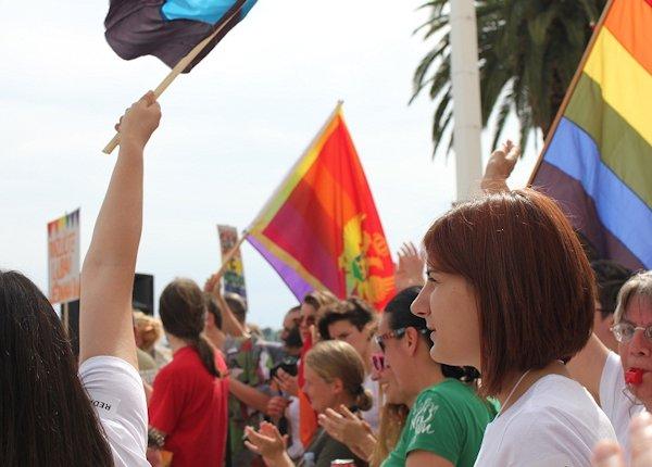 HOMOSEKSUALIZAM I PEDOFILIJA - Page 2 Pride_12
