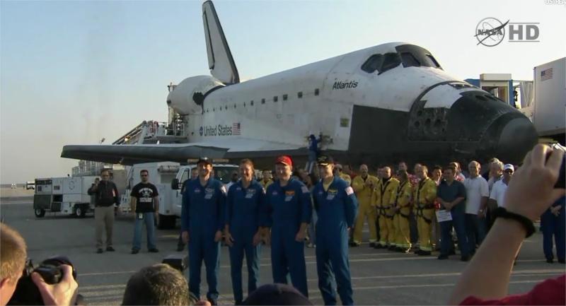 [STS-135] Atlantis: Retour sur terre, 21/07/2011. - Page 6 Adobe_13