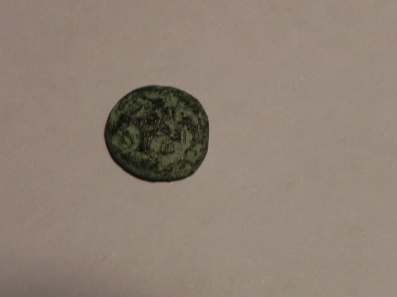 Bronze à la swastika et au cheval  (Ambiani) [WM n° 8127] Atreba12