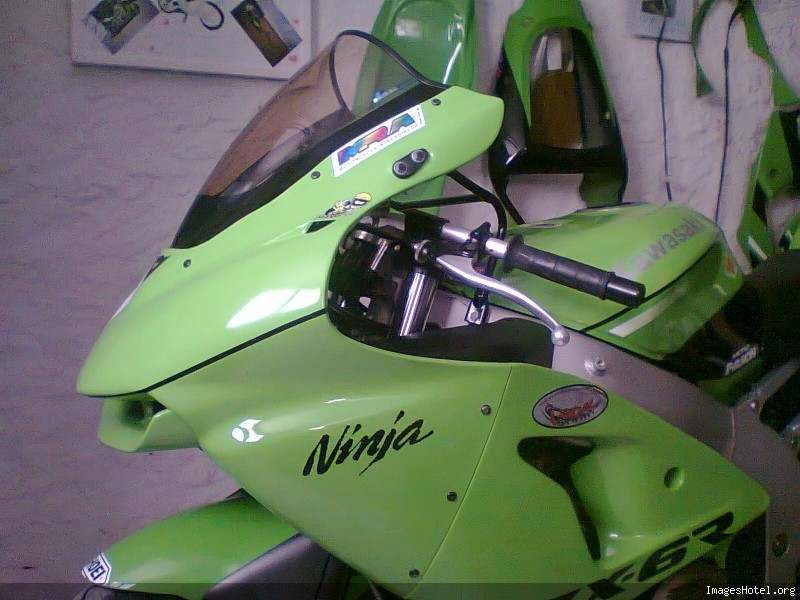 presentation de mon zx6r (piste) Photo010