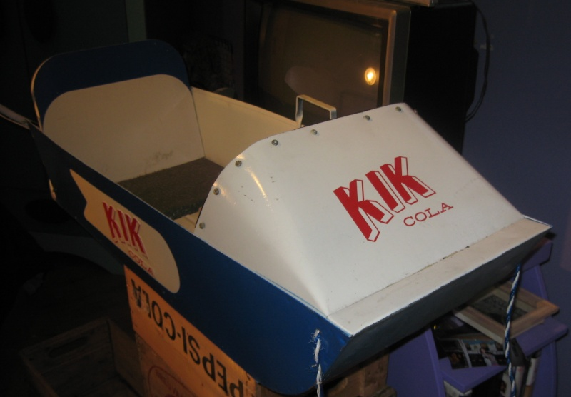 traineau kik cola dans sa boite Img_1112