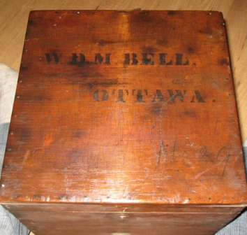 boite de medecine  Ottawa dr W.D.M BELL  evans and sons montreal toronto  Img_3010
