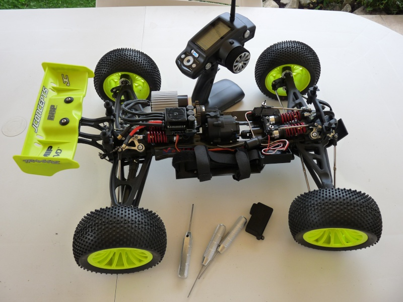 b-revo chassis alu et b-revo chassis carbone - Page 22 P1020112