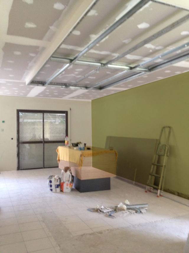 peintures pour un salon et une cuisine avec un sol gris anthracite Blanc_10