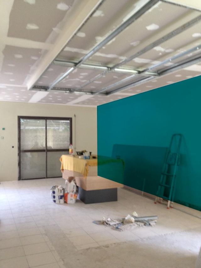 peintures pour un salon et une cuisine avec un sol gris anthracite Bleu_o10