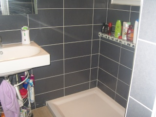 Grand carrelage pour petite salle de bain ??