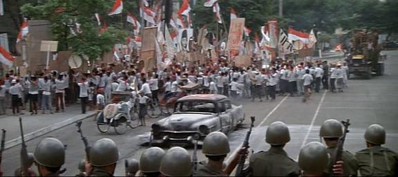 El año que vivimos peligrosamente (1983) El_aao13