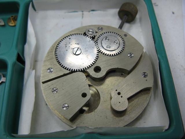 Deux montres anciennes identiques mais mécanismes différents ? Web_2_13