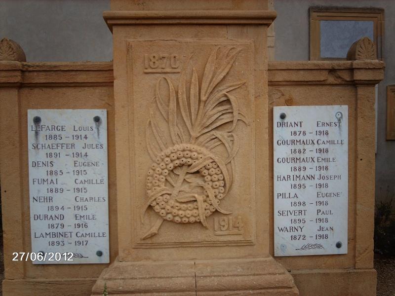 [Histoires et Histoire] Monuments aux morts originaux Français Tome 1 - Page 3 Imag0414