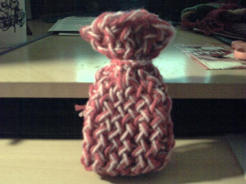 Une petite bourse fais au tricotin long Pict0111