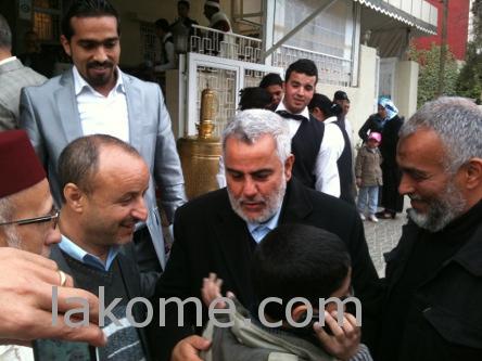مواطنون يحاصرون بنكيران في عرس إبن شقيقته بفاس  Benk10