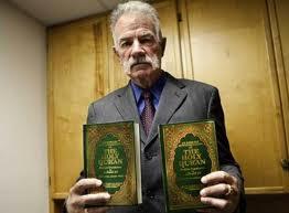 في تحد سافر للإسلام وللمسلمين ، القس جونز يحرق المصحف الشريف مجدداً (فيديو)  Mamsok10