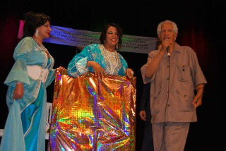 محمد البقيدي ينتزع الجائزة الذهبية ، المهرجان الدولي للشعر والزجل يطفئ شمعته السابعة في ظل غياب الدعم . Ooo_ou11