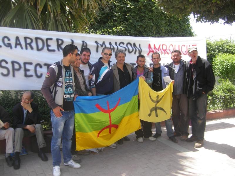Rassemblement devant le siège de la wilaya de Bgayet pour exiger la préservation de la maison de Jean Amrouche menacée  de démolition. Imgp5320