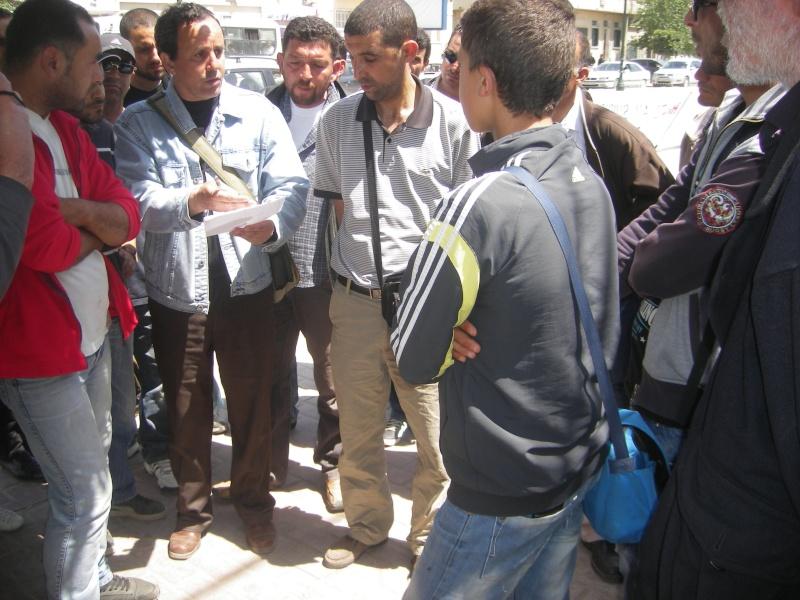 Rassemblement devant le siège de la wilaya de Bgayet pour exiger la préservation de la maison de Jean Amrouche menacée  de démolition. Imgp5322