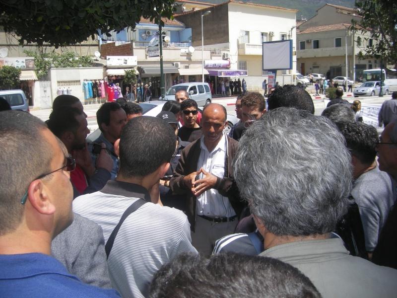 Rassemblement devant le siège de la wilaya de Bgayet pour exiger la préservation de la maison de Jean Amrouche menacée  de démolition. Imgp5323