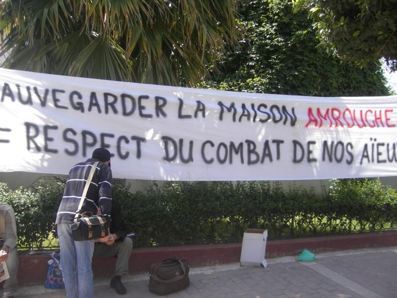 Rassemblement devant le siège de la wilaya de Bgayet pour exiger la préservation de la maison de Jean Amrouche menacée  de démolition. Imgp5324
