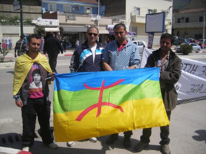 Rassemblement devant le siège de la wilaya de Bgayet pour exiger la préservation de la maison de Jean Amrouche menacée  de démolition. Imgp5326