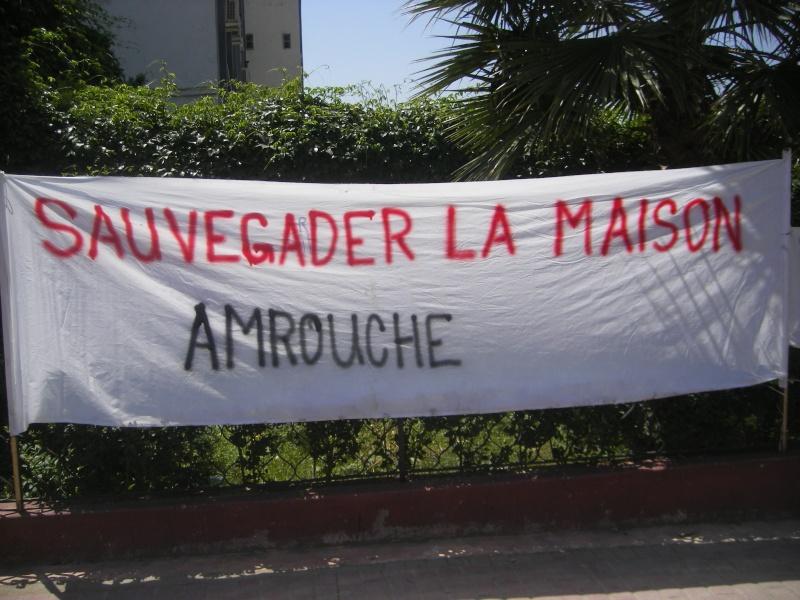 Rassemblement devant le siège de la wilaya de Bgayet pour exiger la préservation de la maison de Jean Amrouche menacée  de démolition. Imgp5327