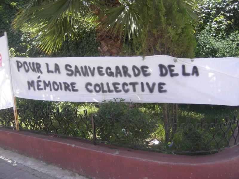 Rassemblement devant le siège de la wilaya de Bgayet pour exiger la préservation de la maison de Jean Amrouche menacée  de démolition. Imgp5328