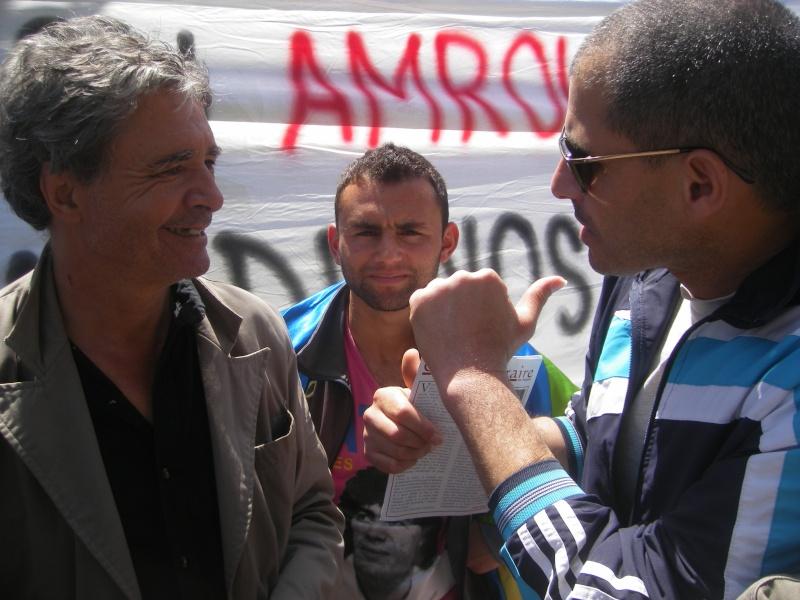 Rassemblement devant le siège de la wilaya de Bgayet pour exiger la préservation de la maison de Jean Amrouche menacée  de démolition. Imgp5331