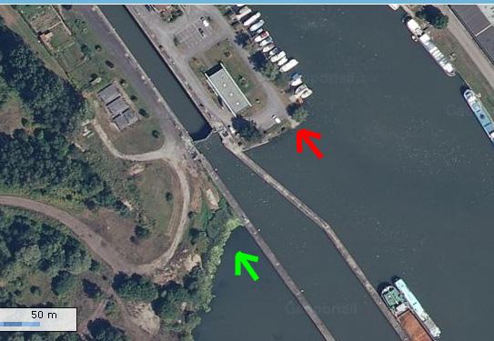 Barrière mise à l'eau ecluse port de Thionville  - Page 2 Mise_a10