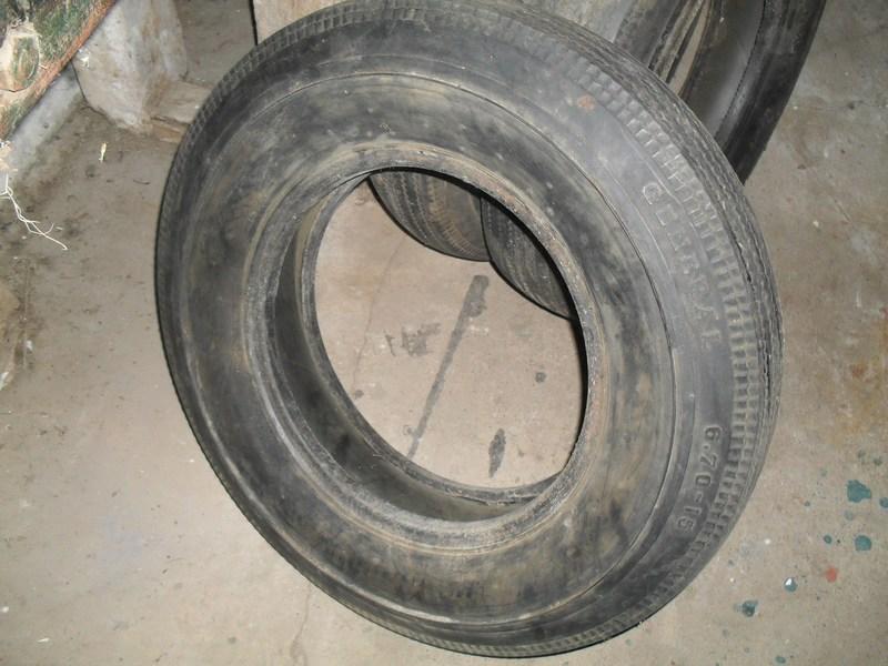 Divers pneus diagonaux d'époque. 311