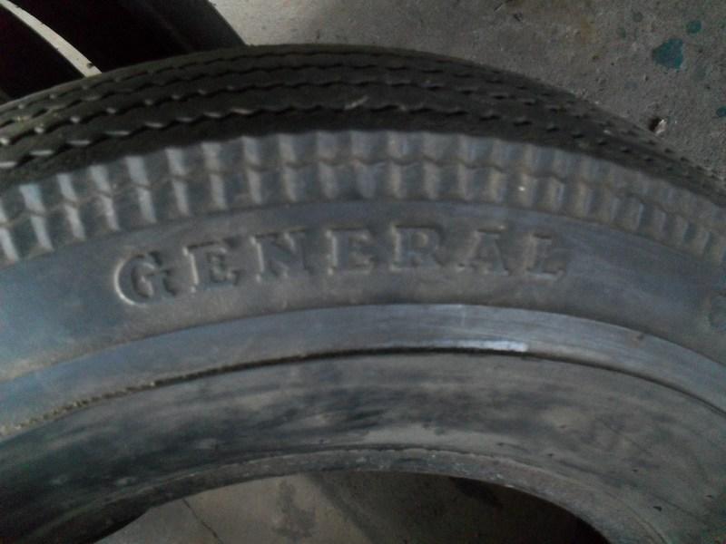 Divers pneus diagonaux d'époque. 410