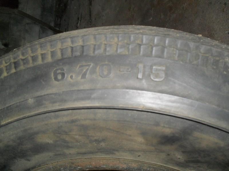 Divers pneus diagonaux d'époque. 510
