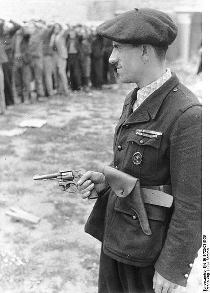 brassard et insigne milice française 429px-11