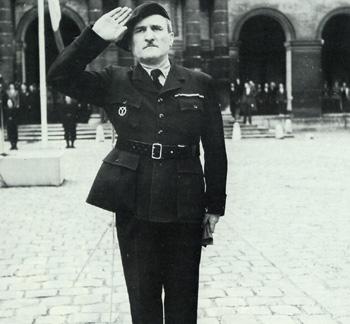 brassard et insigne milice française Bundes47