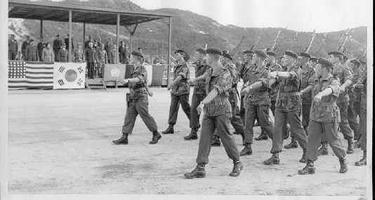 La battaillon Belgo-Luxembourgeoise en Corée Defile11