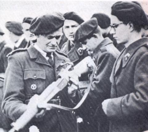 Quid de l'armement français (resté en France) durant l'occupation, stocké, utilisé, détruit? - Page 2 Execut10