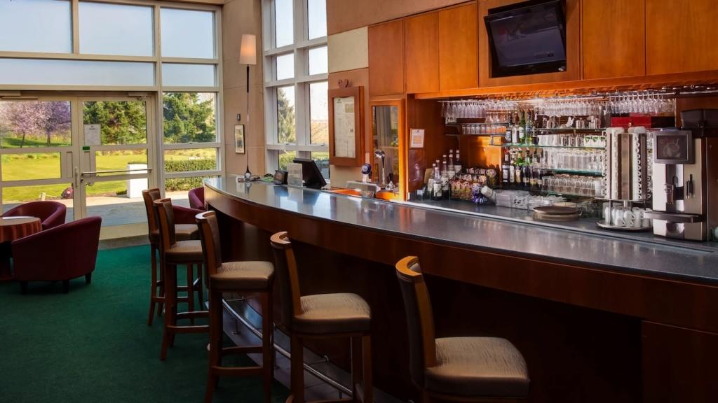 Club House Grill N0164211