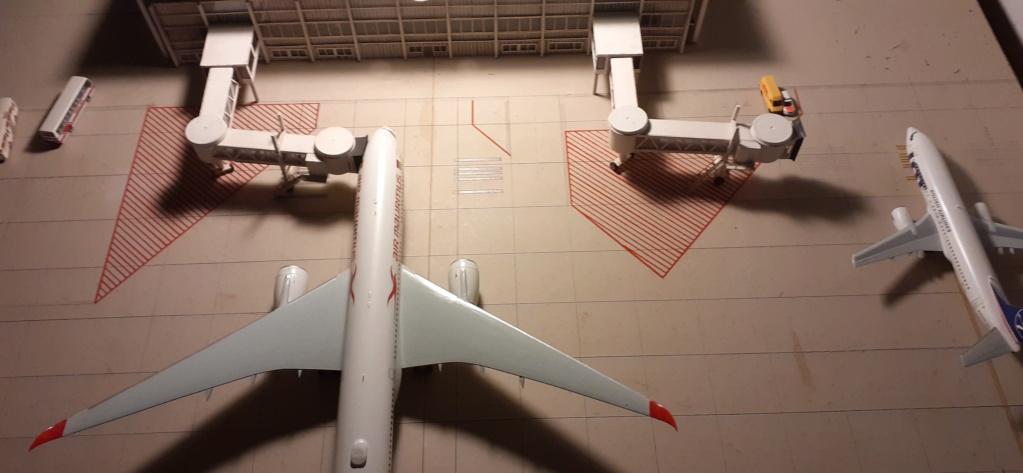 Réalisation de la maquette 1/144 d' un aéroport international (scratch) - Page 17 20200135