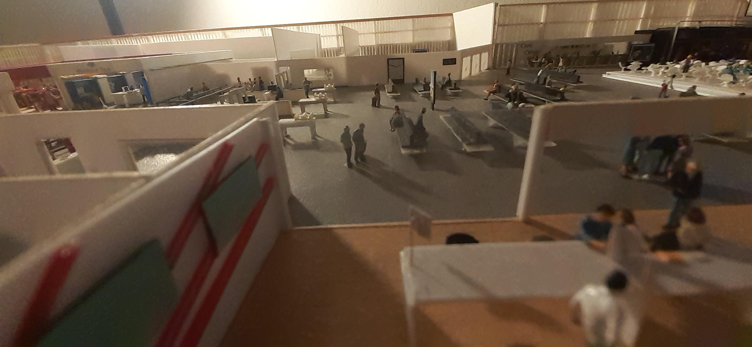 Réalisation de la maquette 1/144 d' un aéroport international (scratch) - Page 17 20200583
