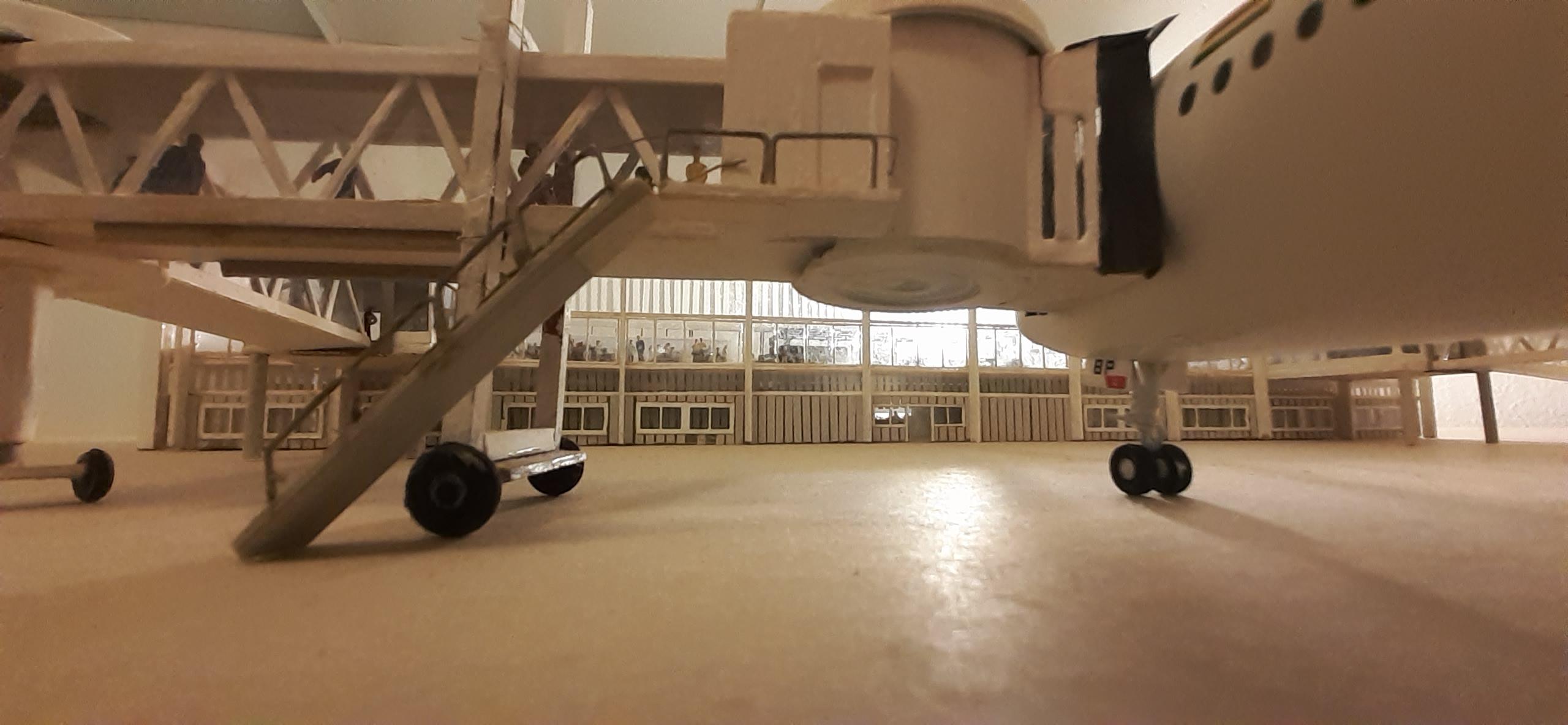Réalisation de la maquette 1/144 d' un aéroport international (scratch) - Page 17 20200590