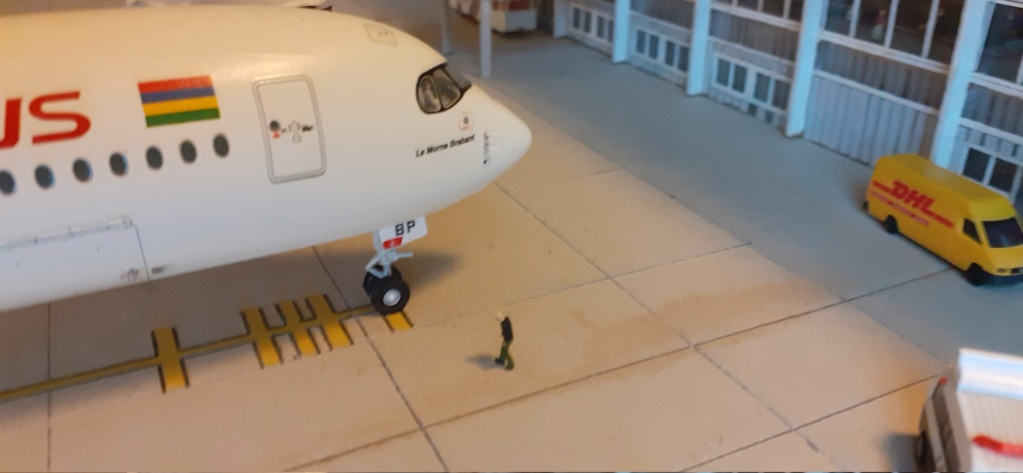 Réalisation de la maquette 1/144 d' un aéroport international (scratch) - Page 17 20200628