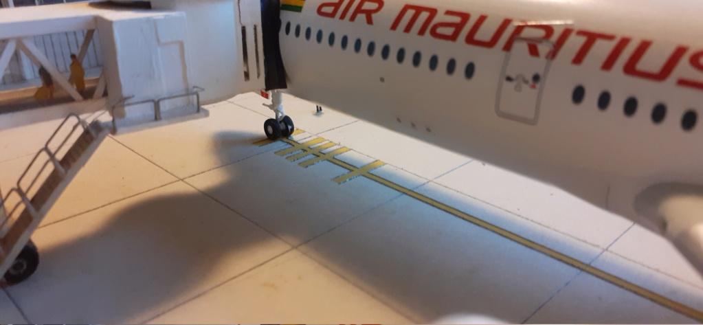 Réalisation de la maquette 1/144 d' un aéroport international (scratch) - Page 17 20200631