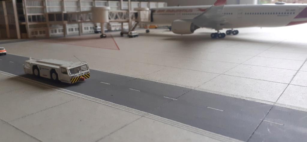 Réalisation de la maquette 1/144 d' un aéroport international (scratch) - Page 18 20200735