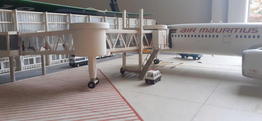 Réalisation de la maquette 1/144 d' un aéroport international (scratch) - Page 18 20200736