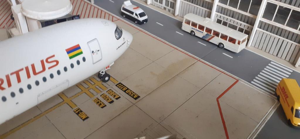 Réalisation de la maquette 1/144 d' un aéroport international (scratch) - Page 18 20200742