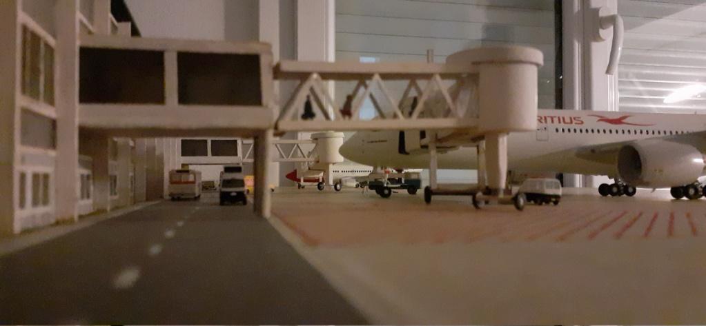 Réalisation de la maquette 1/144 d' un aéroport international (scratch) - Page 18 20200744