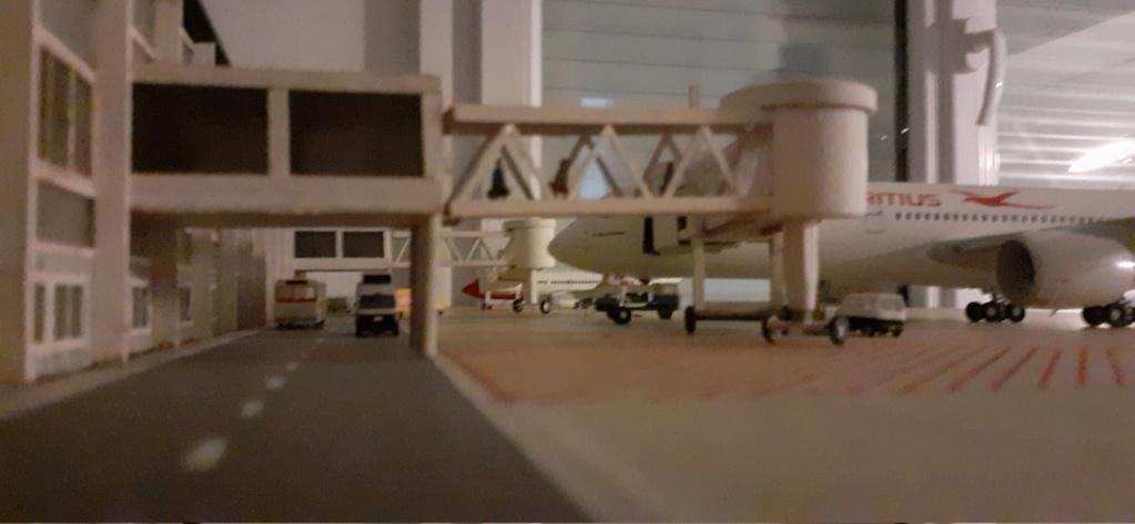 Réalisation de la maquette 1/144 d' un aéroport international (scratch) - Page 18 20200746