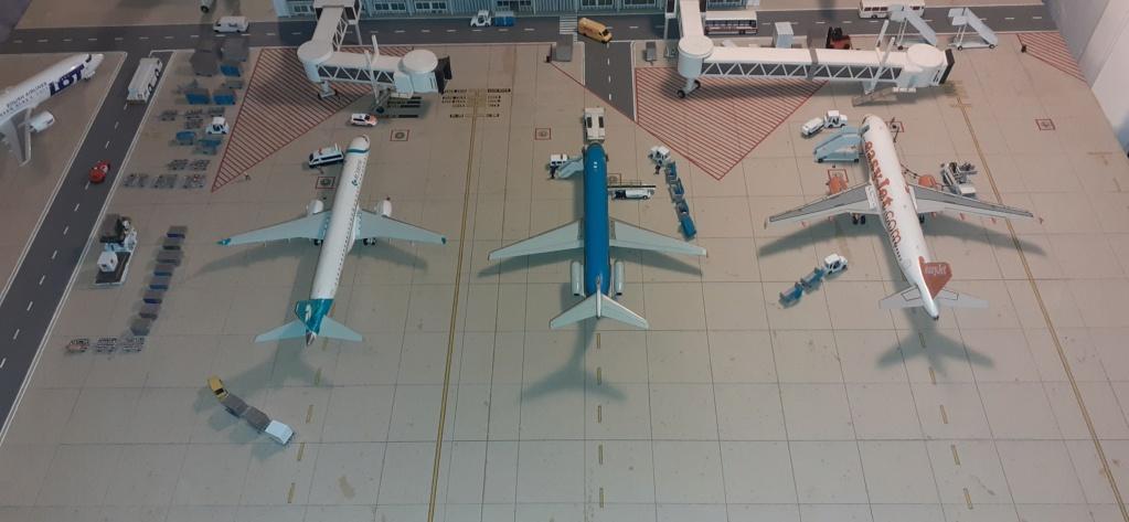 Réalisation de la maquette 1/144 d' un aéroport international (scratch) - Page 19 20200980