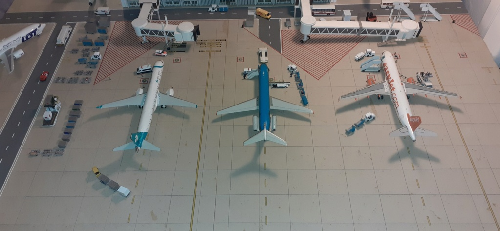 Réalisation de la maquette 1/144 d' un aéroport international (scratch) - Page 19 20200981