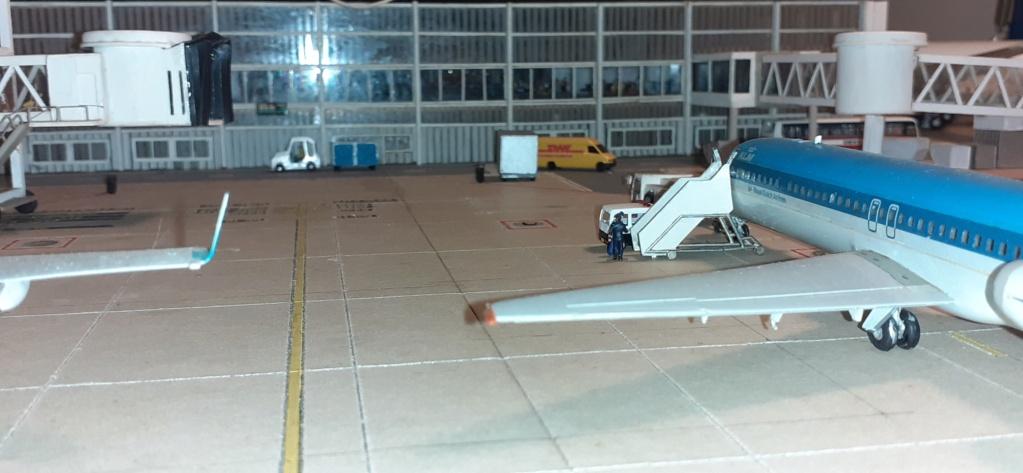 Réalisation de la maquette 1/144 d' un aéroport international (scratch) - Page 19 20200985