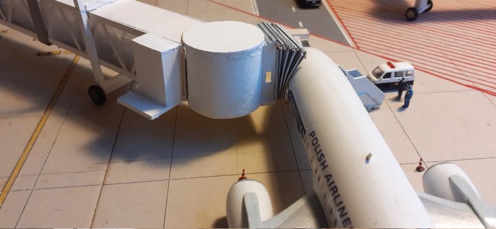 Réalisation de la maquette 1/144 d' un aéroport international (scratch) - Page 20 20201116